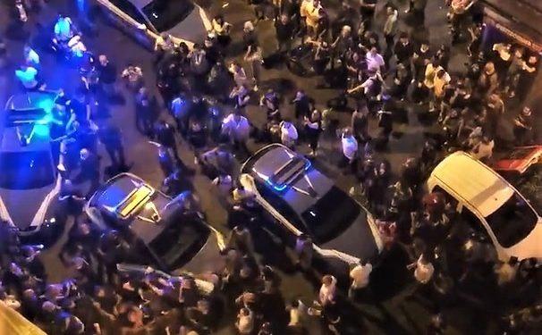 Napoli Notte Di Tensione Tra Polizia E Giovani Della Movida Il Crivello